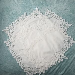 6 White linens battenberg lace placemats,
